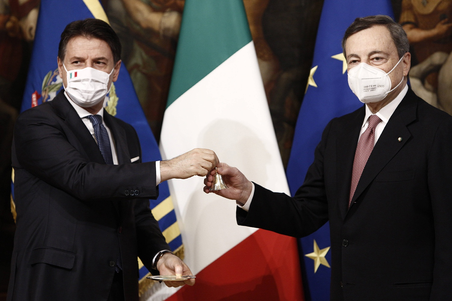 How to Get Away with a Government Crisis: Italy's Cabinet's Reshuffle in Times of Pandemic